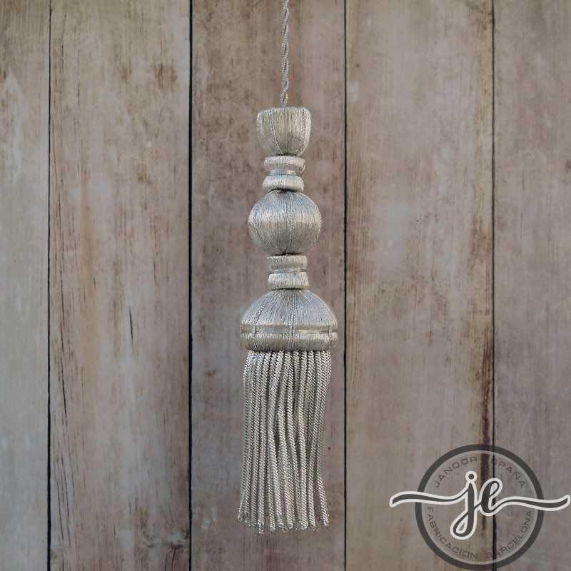 Borla de plata de 9 cm con fleco de canutillo de 8 cm