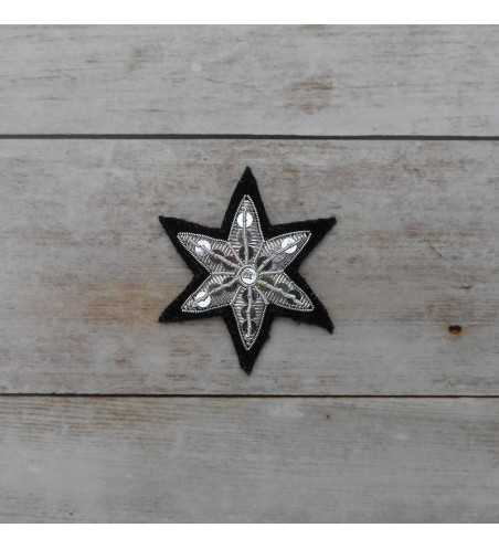Embroidered star in silver string length