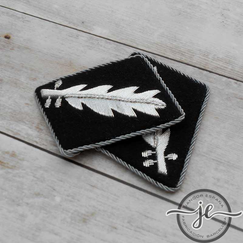 SS-Standartenführer's wire collar patches