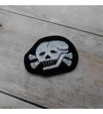 Calavera de gorra Waffen SS, Oficiales Bordada